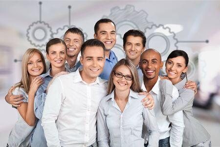 Portret uśmiechniętych ludzi biznesu