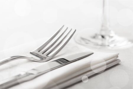 Tischdekoration mit Gabel und Messer Standard-Bild