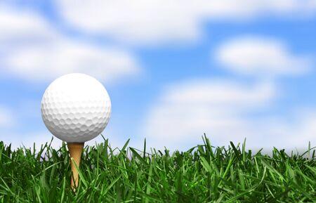 Golfbal met gras op hemelachtergrond Stockfoto
