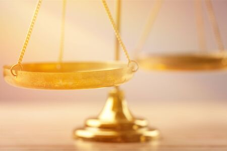 Scale di legge sul tavolo, vista ravvicinata