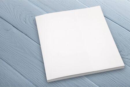 Plank Lehrbuch auf Hintergrund isoliert