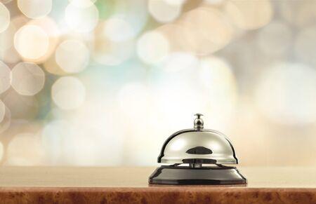 Segnalatore acustico del banco di servizio della reception dell'hotel vintage.