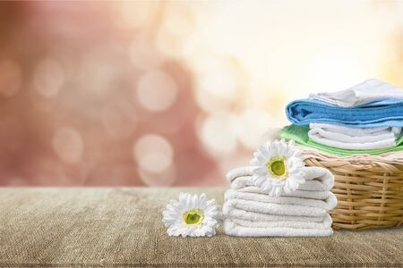 Laundry Basket with colorful towels on background Фото со стока - 133683571