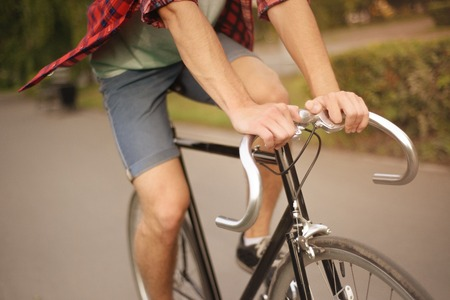 Close up shot of Hipster on bike at the city. Imagens - 44132833