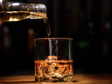 Still life. pour or whiskey in to glass. Foto de archivo