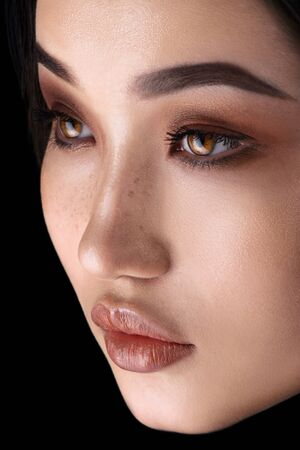 Asian woman with glamour eye make up close-up Imagens - 133386987