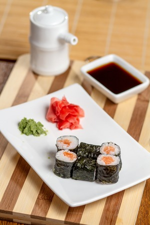 tuna mayo: Sushi rolls with salmon on a white plate.