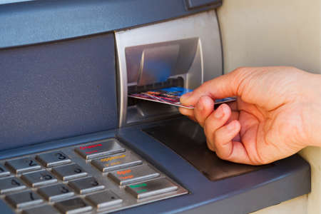 luz natural: ATM for cash distribution, natural light, Macro