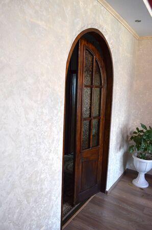 Open double glass door in an empty room with copy space. 版權商用圖片