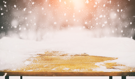 Wooden desk covered by snow Banque d'images