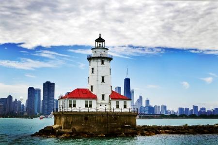 背景にシカゴのダウンタウンのシカゴの灯台
