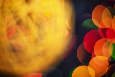 クローズアップ大きな美しさは、光ボケ背景とヴィンテージ黄色のひもをぼかし。デフォーカスの設計。テクスチャと広告