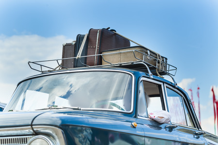 suitcase car roof Stock Photo - 81837280