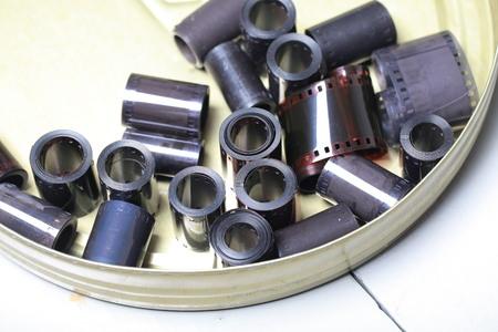 Negativi dell'archivio cinematografico in una lattina di metallo rotonda Archivio Fotografico - 94066968