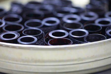 Negativi dell'archivio cinematografico in una lattina di metallo rotonda Archivio Fotografico - 93700694
