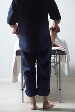 massage therapist makes a man a massage
