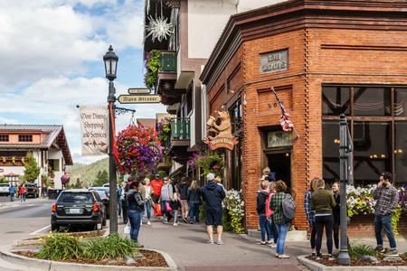 Leavenworth, USA - 16. September 2018: Innenstadt eines kleinen Dorfes im bayerischen Stil in den Cascade Mountains.