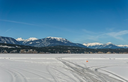 early spring landscape of frozen Windermere Lake Regional District of East Kootenay Canada 免版税图像