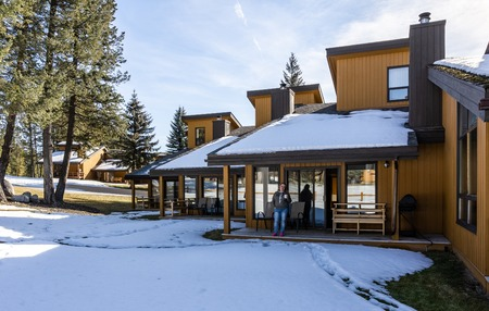 FAIRMONT HOT SPRINGS, CANADA - MARCH 18, 2019: vacation villas in small town situated in rocky mountains british columbia Editorial