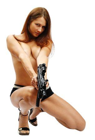 モデルはトミー銃を取ります。