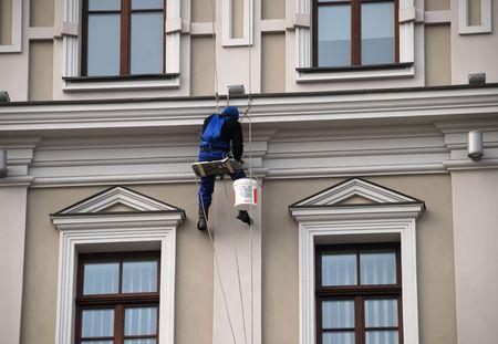 画家の 4 つのウィンドウ間を置いたし、戸建住宅の壁の汚れ 写真素材