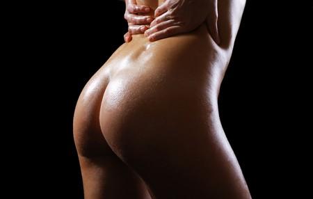 女性の手の暗い背景に背部の小さい圧縮します。 写真素材