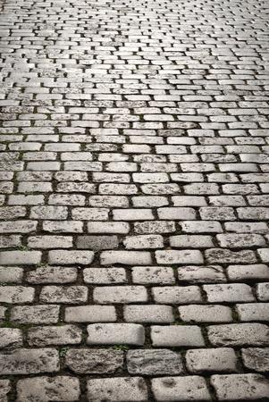cobble: Pavimentazione a ciottoli � stata fotografata in stretto contatto con prospettiva lineare. Focus � sui ciottoli anteriore.