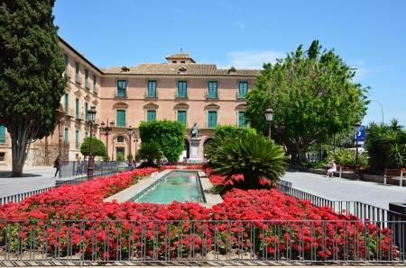 ムルシア市庁舎古代中央ロータリーの開花広場に位置南東部スペインの主要都市は