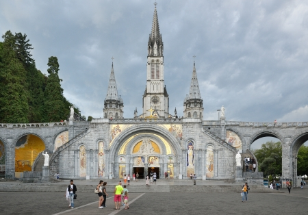 The Basilica of our Lady of the Rosary is a Roman Catholic church and minor basilica in Lourdes  Tourists and believers are in front of the Rosary basilica  Editöryel