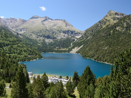 lac: Neouvielle nature reserve has mountainous lakes and rich flora and fauna. The slopes are covered with dwarf mountain pines. Lac dOredon is well within view. It is at an elevation of 1 849 m.