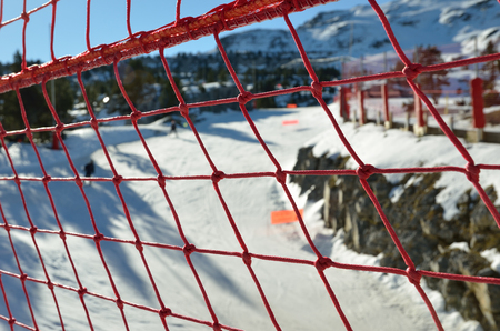 alpine skiing: The modern red rope grid is photographed above the piste for alpine skiing.