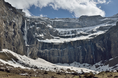 overhang: The cirque de Gavarnie is a large rock amphitheater. The cirques walls are twisted and layered. There are a lot of waterfalls and several peaks of over 3000m.