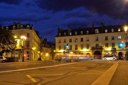 encendedores: La plaza de la ciudad francesa de Pau en la tarde nublada Editorial