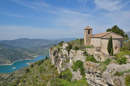 extant: The antique church is extant in the old small village on the abrupt cliff in the Prades Mountains. Stock Photo