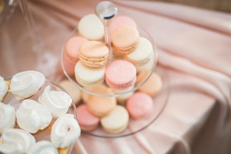 프랑스어 달콤한 다채로운 macarons 배경, 가까이