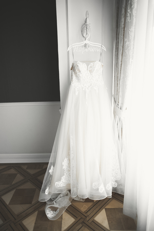 The perfect wedding dress in the room of the bride Stok Fotoğraf