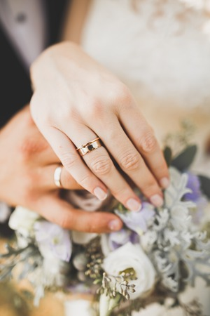 Newly wed couples hands with wedding rings. Imagens