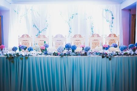 Intérieur d'un restaurant préparé pour la cérémonie de mariage Banque d'images