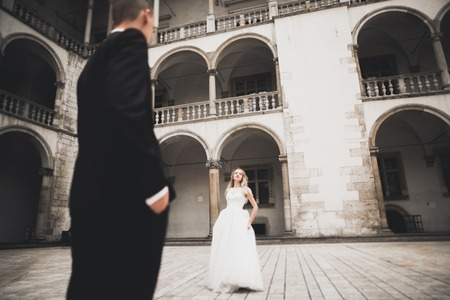Lovely happy wedding couple, bride with long white dress Imagens