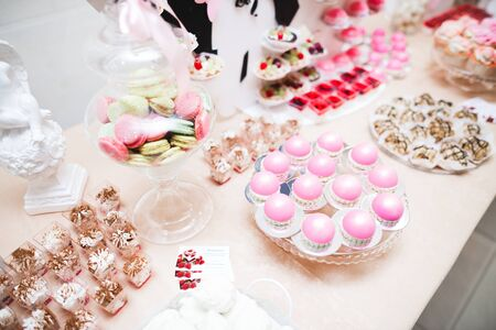 Delicious wedding reception candy bar dessert table. Banco de Imagens
