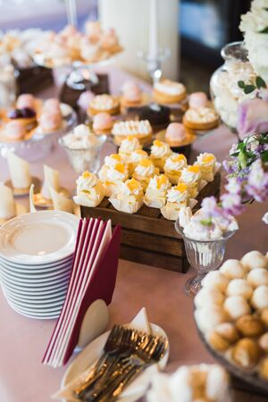 Buffet with a variety of delicious sweets, food ideas, celebration. Banco de Imagens