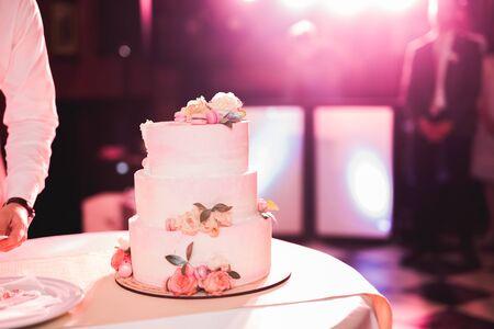 Luxury decorated wedding cake on the table Banco de Imagens
