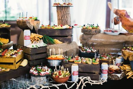 Delicious wedding reception candy bar dessert table. Imagens