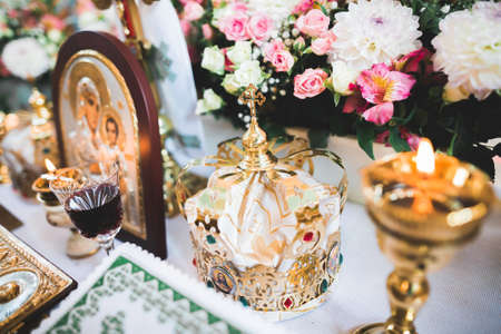 Golden crowns lying on the table in church Standard-Bild