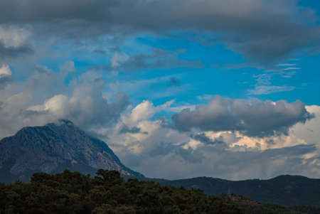 photo image of the mediterranean mountains and pine trees in the turkey 免版税图像