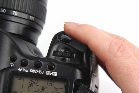 gatillo: el dedo est� cerca del bot�n de disparo se cierra la c�mara digital de hasta Foto de archivo