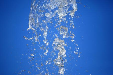 fa cadere l'acqua della fontana nel cielo Archivio Fotografico