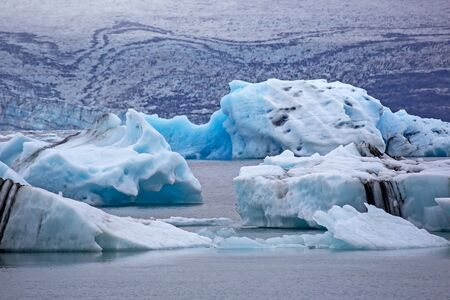 Blue Ice on the shore of the ice lagoon in Iceland Foto de archivo - 129846364