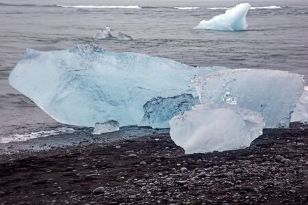 Blue Ice on the shore of the ice lagoon in Iceland Foto de archivo - 129846373