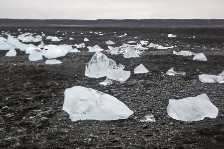 Ice on the shore of the ice lagoon in Iceland Foto de archivo - 129846371